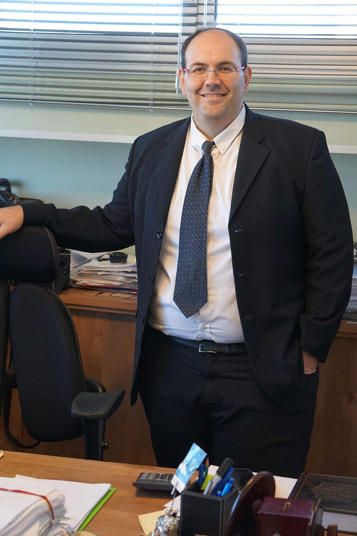 עורך דין חזק בדיני עבודה